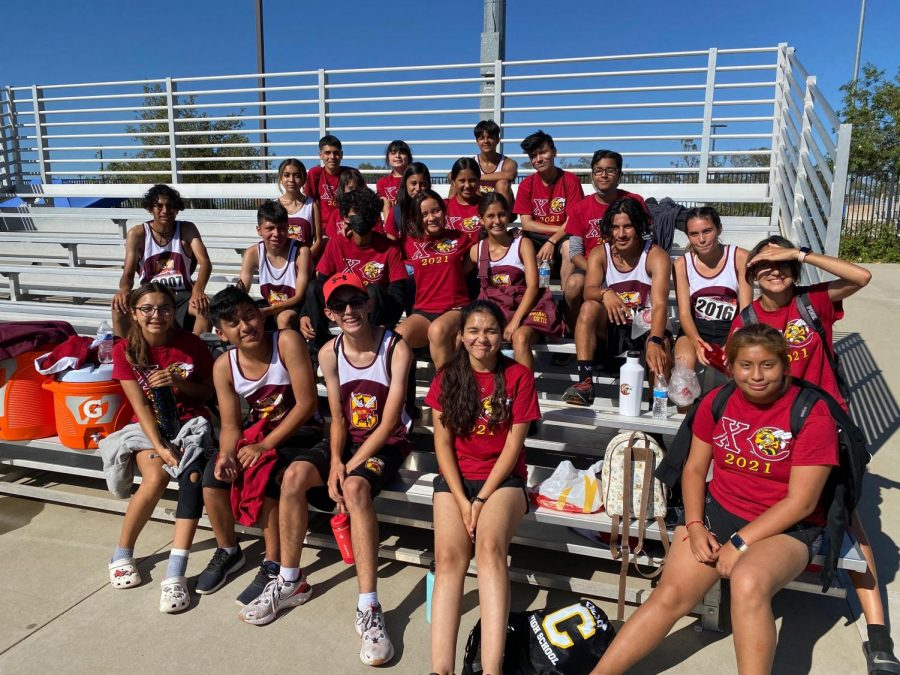 Coltons+Cross-Country+crew+poses+before+the+big+invitational+in+Beaumont.