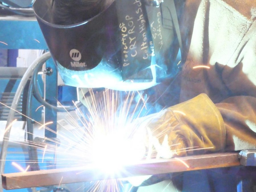 Israel+Galindo+%28grade+11%29+works+on+a+project+in+the+metal+shop+after+school+in+the+Welding+Club.