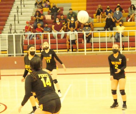The Yellowjackets struggled to find their communication against the Bloomington Bruins in set four of this league match.