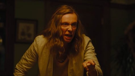 In Hereditary (2018), Toni Collette plays Annie, a woman on the edge after the deaths of her mother and daughter. Her buried anger and resentment comes forward during an emotionally disturbing family dinner.
